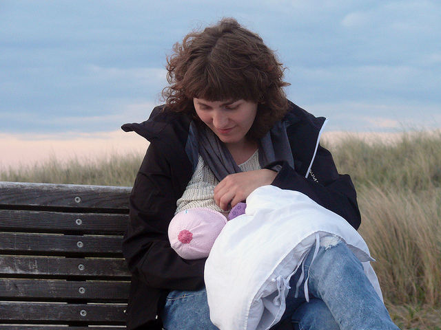 Breastfeeding in public - Photo by: Chris Alban Hansen - Source: Flickr Creative Commons
