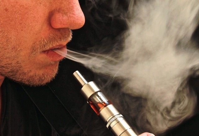 Vaping an Electronic Cigarette - Photo by: www.ecigclick.co.uk - Source: Flickr Creative Commons
